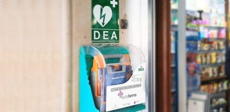 El desfibrilador de una farmacia de Sarrià salva la vida a un hombre de unos 50 años