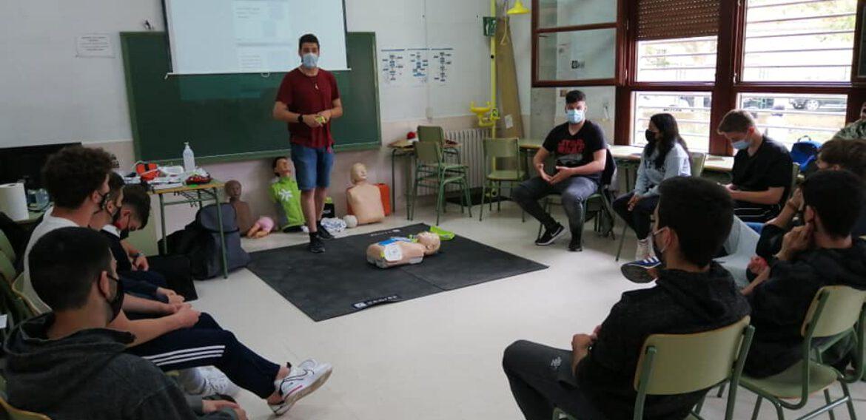 Curso de SVB y DESA  a alumnos del primer curso de grado medio de emergencias y protección civil del IES Francés de Aranda
