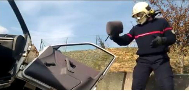 Rompemos el mito de que el reposacabezas vale para romper el cristal de un coche.
